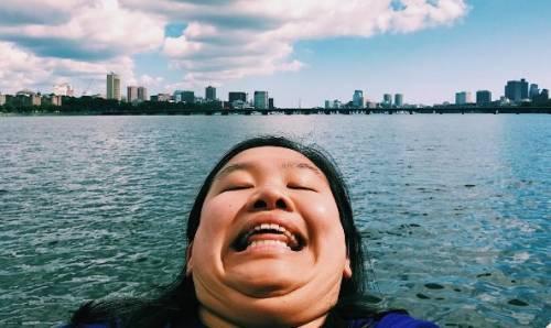 Michelle Liu conquista Instagram con il selfie del doppio mento