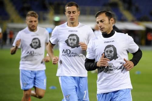 Lazio a Bologna con la maglia di Anna Frank 1