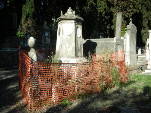 Degrado e furti tra le tombe: cimiteri capitolini saccheggiati e abbandonati 1