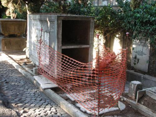 Degrado e furti tra le tombe: cimiteri capitolini saccheggiati e abbandonati 3