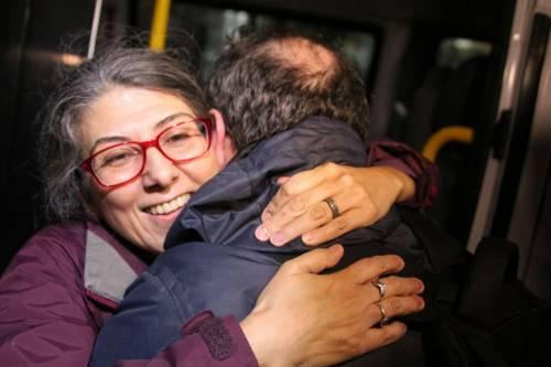 Gli attivisti di Amnesty all'uscita dal carcere 3