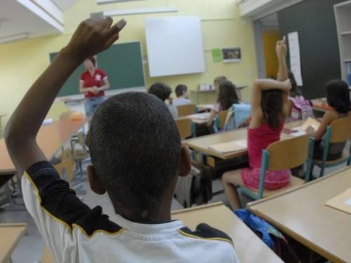 """Codigoro: """"Disinfettate le scuole dove fanno lezione i migranti"""""""