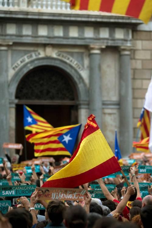 Catalogna, la Corte spagnola annulla la dichiarazione d'indipendenza