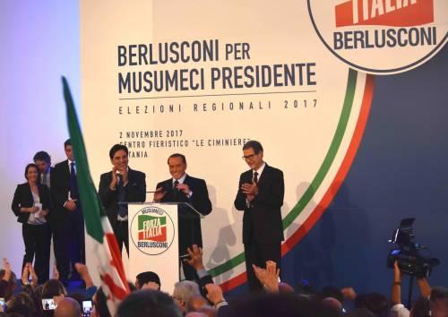 """Berlusconi: """"Il centrodestra moderato riporterà la democrazia al governo"""""""