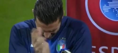 Italia-Svezia, San Siro fischia l'inno svedese e Buffon reagisce così