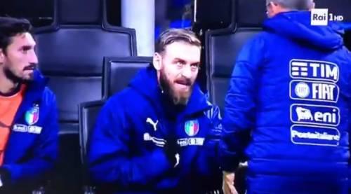 """Lo mandano a scaldarsi ma De Rossi si infuria: """"C.... entro a fare io?"""""""