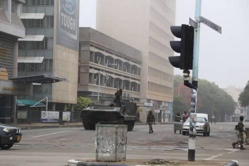 Carriarmati per le strade di Harare 2
