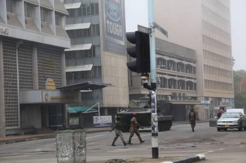 Carriarmati per le strade di Harare 3