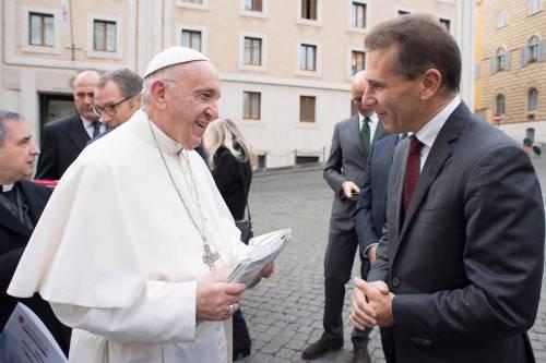 La Lamborghini ha regalato una supercar al Papa 5