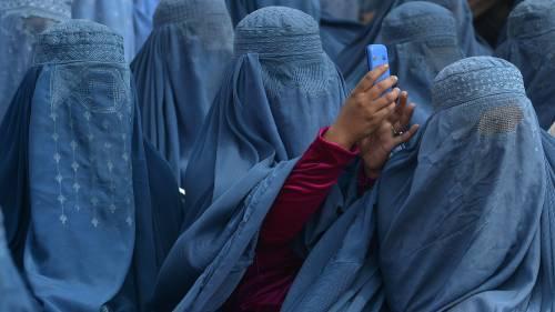 """Migrante accolto con la moglie: """"Riconoscete la seconda sposa"""""""