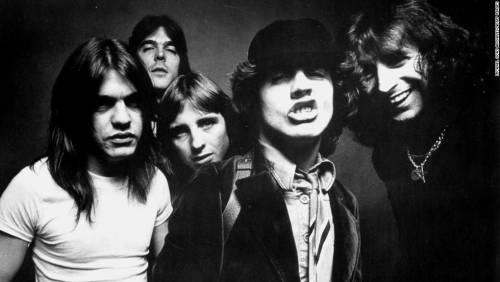 Addio a Malcom Young, chitarrista e cofondatore degli AC/DC