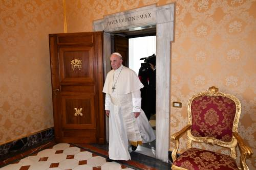 Bergoglio prepara la Messa con i luterani
