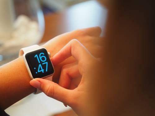 """La Germania bandisce gli smartwatch per bimbi: """"Sono pericolosi"""""""