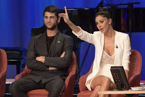 Belen Rodriguez sexy al Maurizio Costanzo Show 2