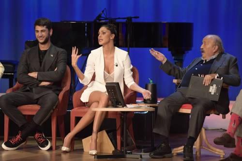 Belen Rodriguez sexy al Maurizio Costanzo Show 5