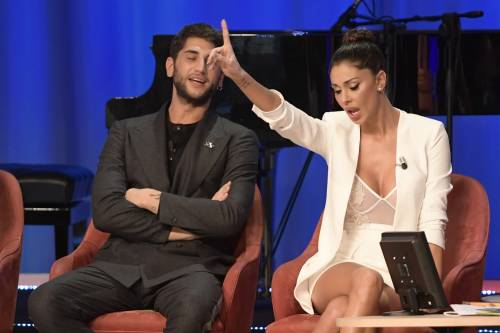 Belen Rodriguez sexy al Maurizio Costanzo Show 6