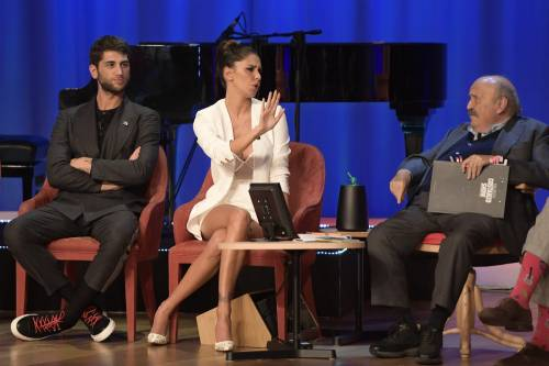Belen Rodriguez sexy al Maurizio Costanzo Show 7