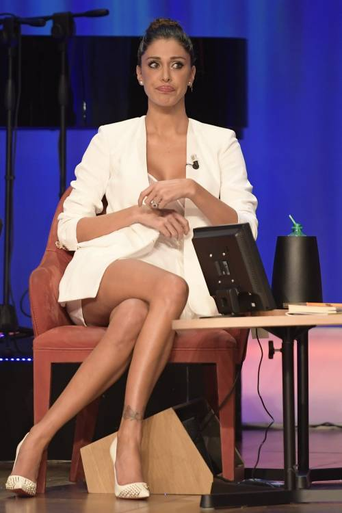 Belen Rodriguez sexy al Maurizio Costanzo Show 8