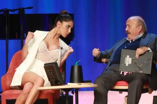 Belen Rodriguez sexy al Maurizio Costanzo Show 12