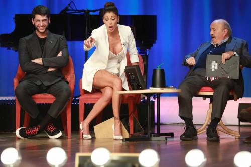 Belen Rodriguez sexy al Maurizio Costanzo Show 15
