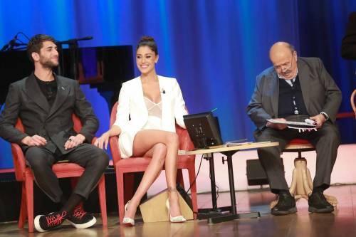 Belen Rodriguez sexy al Maurizio Costanzo Show 1