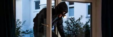 Installa blocchi anti-ladri davanti al negozio: tabaccaia multata