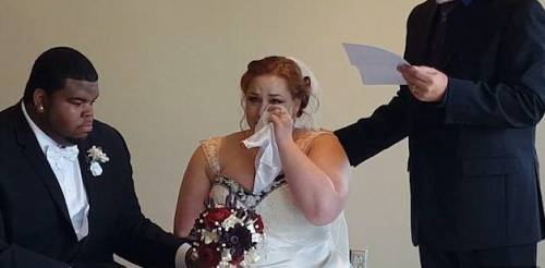 Muore di cancro e lascia una lettera alla figlia per le sue nozze