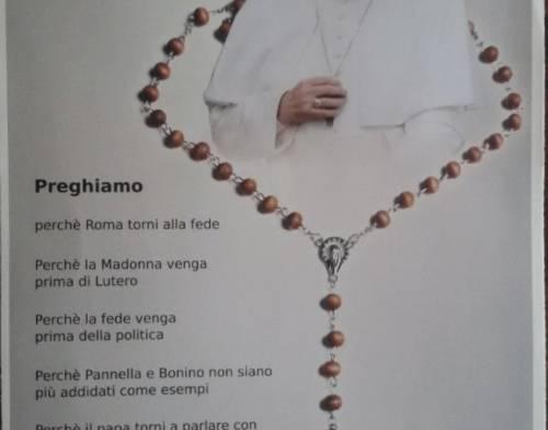 """Volantino contro il Papa: """"Perché la fede preceda la politica"""""""