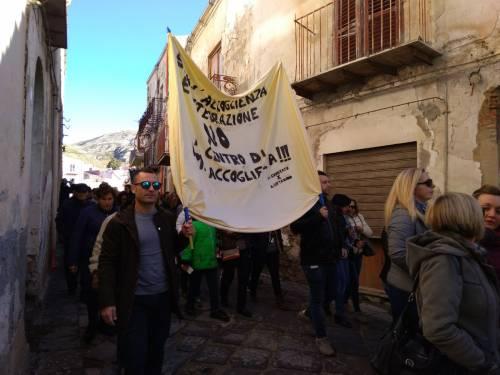 Agrigento, il paese in piazza contro il centro d'accoglienza 5