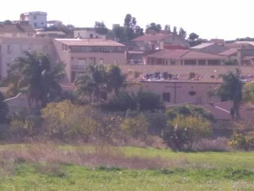 Il 'Villa Sikania' visto dal centro urbano