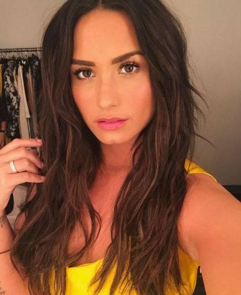 Demi Lovato, scatti sexy 11