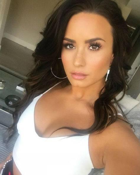 Demi Lovato, scatti sexy 12