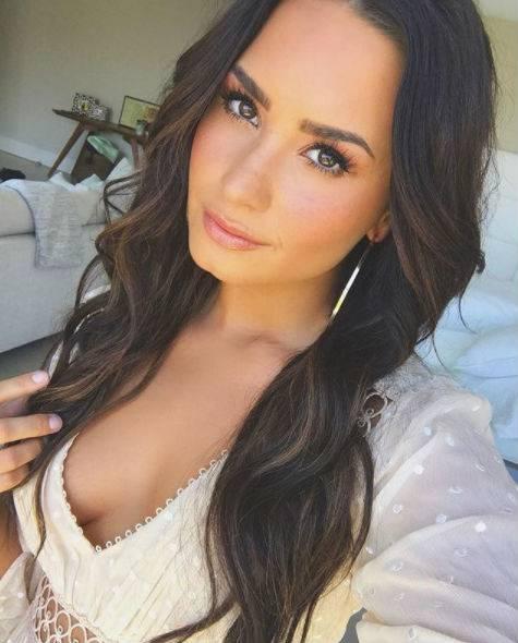 Demi Lovato, scatti sexy 14