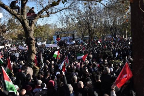 La protesta contro Trump per le strade di Istanbul 10