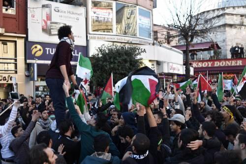 La protesta contro Trump per le strade di Istanbul 12