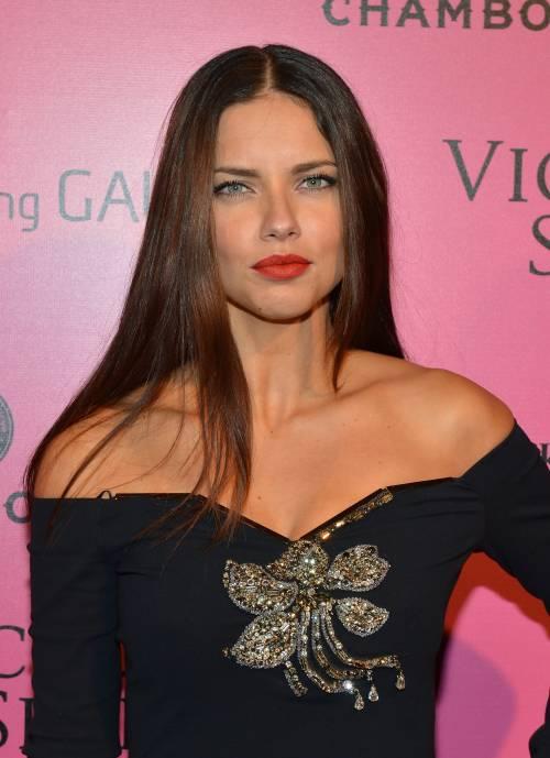 Adriana Lima, sexy immagini 3