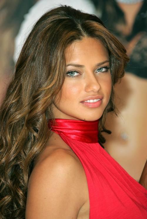 Adriana Lima, sexy immagini 9