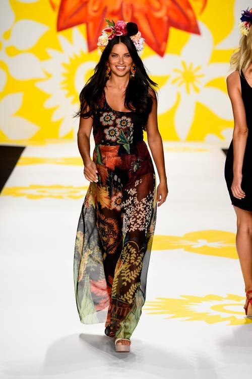 Adriana Lima, sexy immagini 12