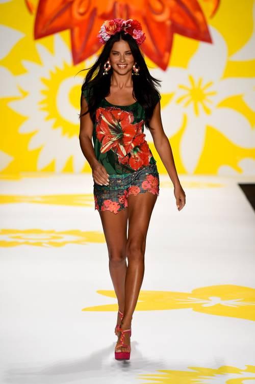 Adriana Lima, sexy immagini 18