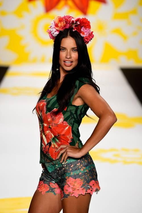Adriana Lima, sexy immagini 20