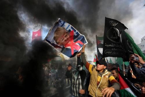 Quattro palestinesi morti, molti feriti nel venerdì della protesta