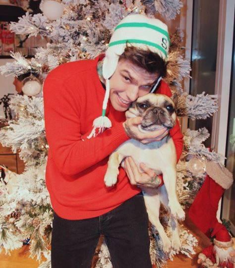 Fedez augura a tutti buon Natale con un nuovo singolo. Il ricavato andrà a una onlus per cani
