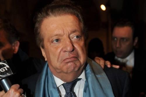 Vittorio Cecchi Gori lascia l'ospedale accanto al figlio e all'ex moglie