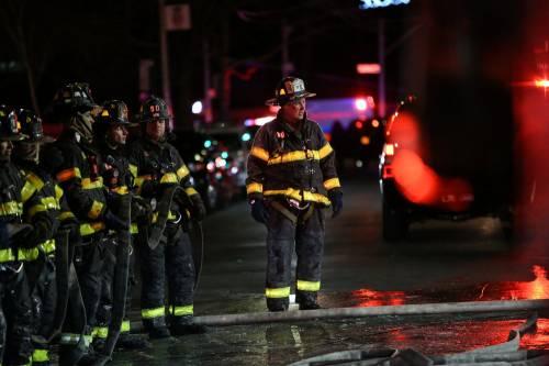 New York, brucia un intero palazzo nel Bronx 3