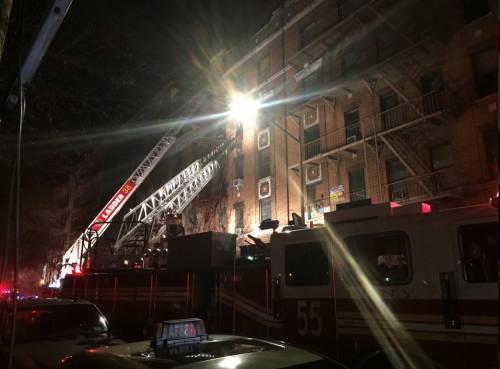 New York, brucia un intero palazzo nel Bronx 5