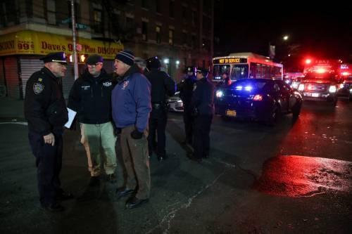 New York, brucia un intero palazzo nel Bronx 7