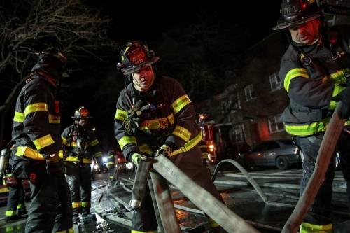 New York, brucia un intero palazzo nel Bronx 12