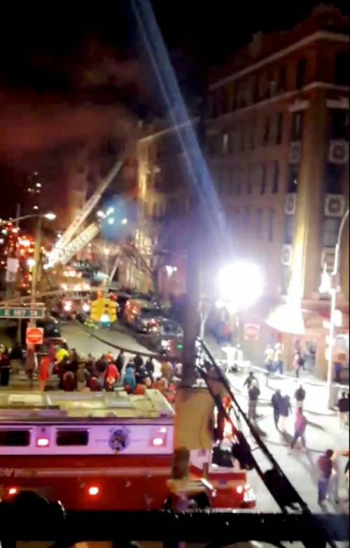 New York, brucia un intero palazzo nel Bronx 11