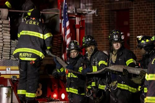New York, brucia un intero palazzo nel Bronx 19