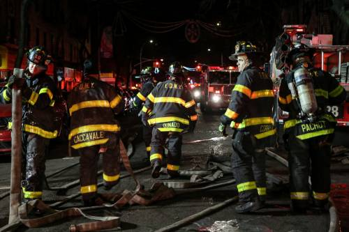 New York, brucia un intero palazzo nel Bronx 18